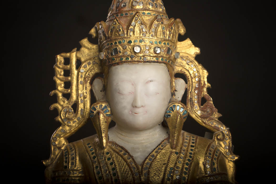 KT 13  Antique Buddha Statue for sale at www.zenantique.com and www.unikantik.dk  Crowned Alabaster shan buddha 18.th century