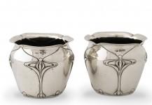 Et par engelske bægre af sølv. Mappin & Webb, 1902. Pris 8.800 Kr.
